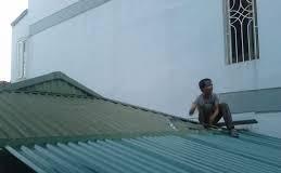 Dịch vụ sửa chữa mái tôn tại quận Tân Bình.