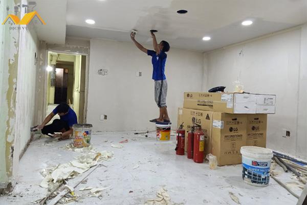 Thợ sơn nhà cũ Quận Phú Nhuận
